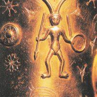Изображение рогатого бога (Локи) V века, выполненное из золота
