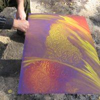 Нечто на фиолетовом холсте