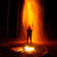 Ночной дождь из огня в местах силы