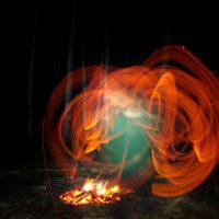 Ночные ритуалы с огнем в месте силы