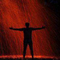 Огненный дождь во тьме