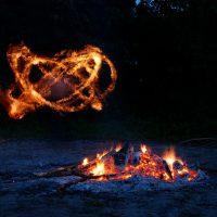 Танец огня в темноте