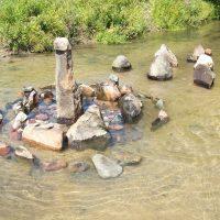 Живые камни танцуют на воде